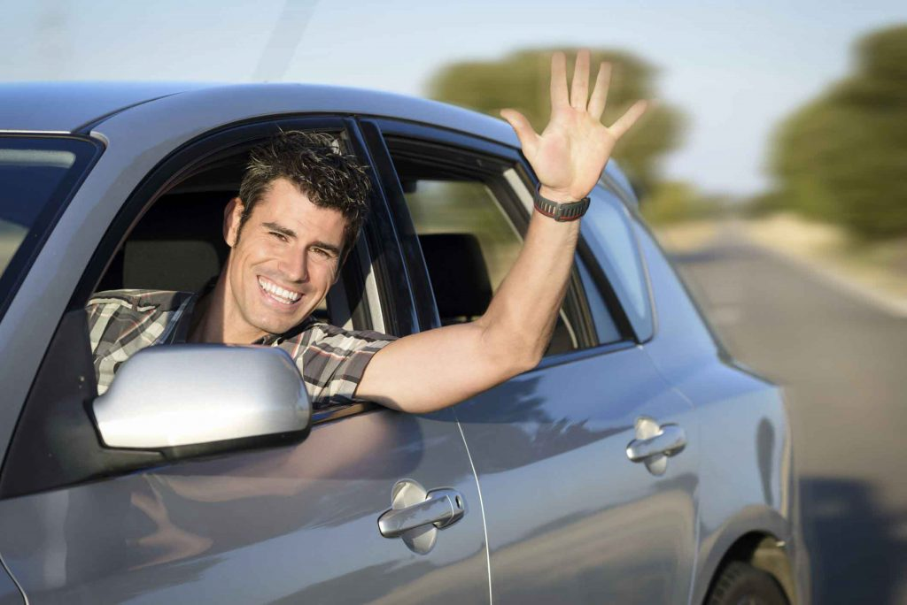 Consejos que todo hijo debe seguir a la hora de manejar el carro de papá